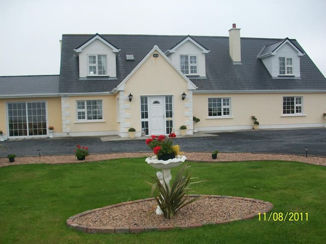 Atlantic Wave House Bed & Breakfast - Galway - Bed & Breakfast