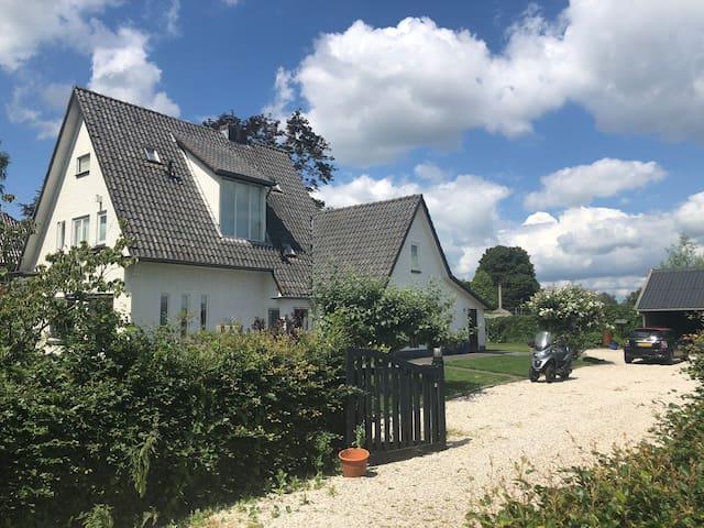 Grote villa in mooie omgeving