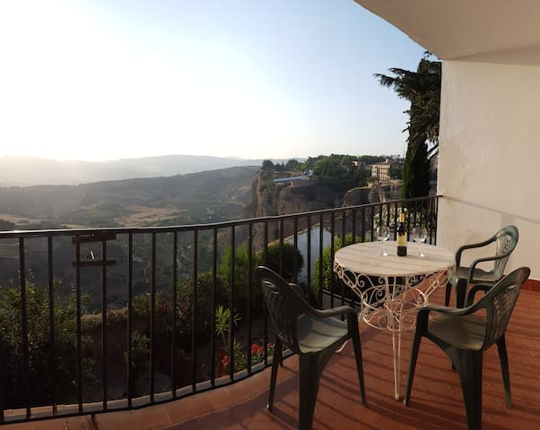 BEST VIEWS & LOCATION IN TOWN-Opening offer!!! - Ronda - Apartamento