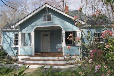 Cozy Craftsman-style bungalow - Ashland