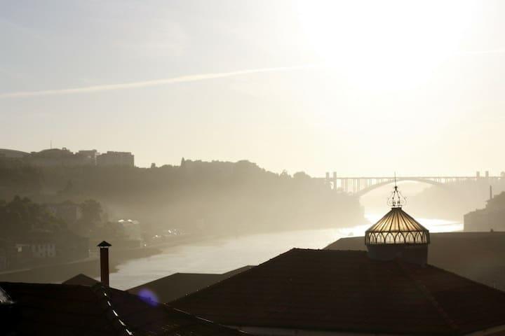 ..Sunny River View Room Porto Heart - Porto - Talo