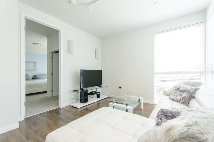 LOVELY LAVISH DTLA SUITE with **FREE PARKING**#