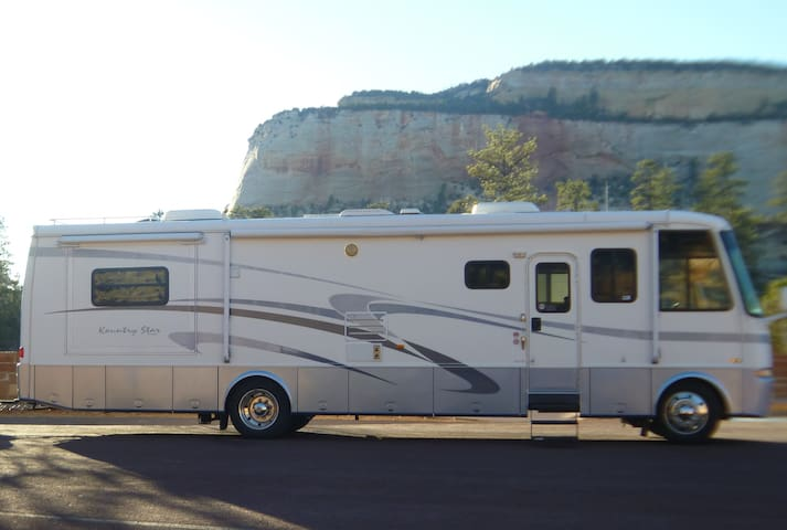 Stationary Luxury RV in Oliver - Oliver - Karavan/RV