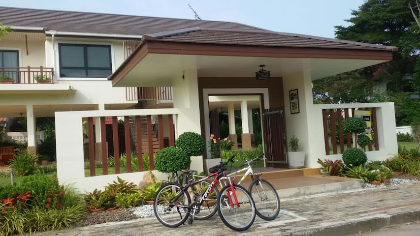 Cozy &Peaceful  guesthouse I,1B@Rimtalay Angsila - Samet - Hus