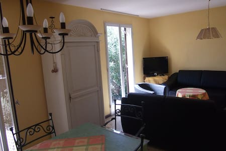 Room type: Entire home/apt Property type: House Accommodates: 6 Bedrooms: 2 Bathrooms: 1.5