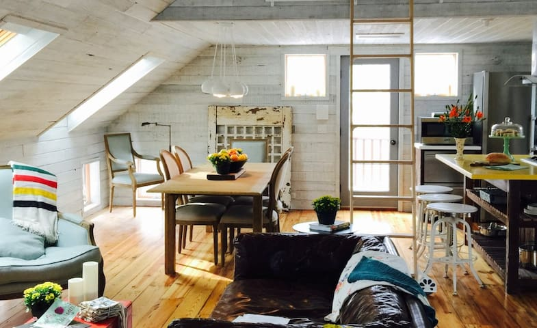 Hygge Barn in Wee Village beside Creek: Bliss - 샌드위치