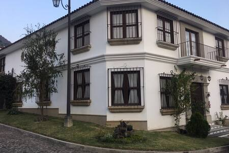 Amplia Casa Colonial 4 Dormitorios - Jocotenango - Dom