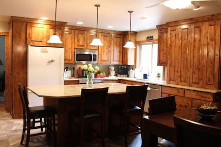 2 or add 3rd bedroom - Sisters OR - Accommodates 8 - Sisters