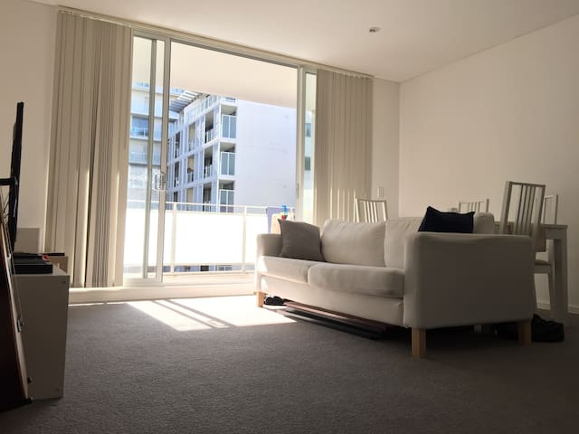 Brand New Funished 1BD with Parking - Strathfield - Daire