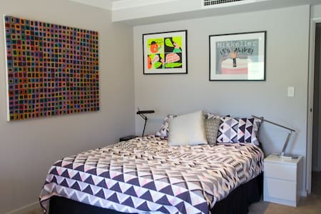 Large private room/bathroom/lounge in Dianella