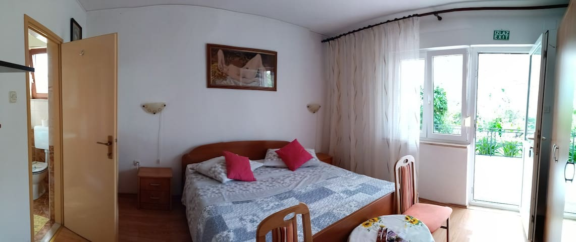 Room Nora