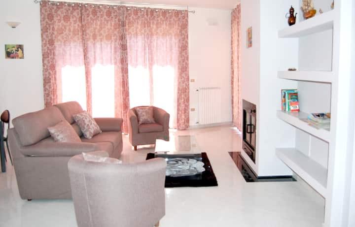 Apartamento de 3 habitaciones en Fardella, con magnificas vistas de la ciudad y balcón amueblado - a 50 km de las pistas