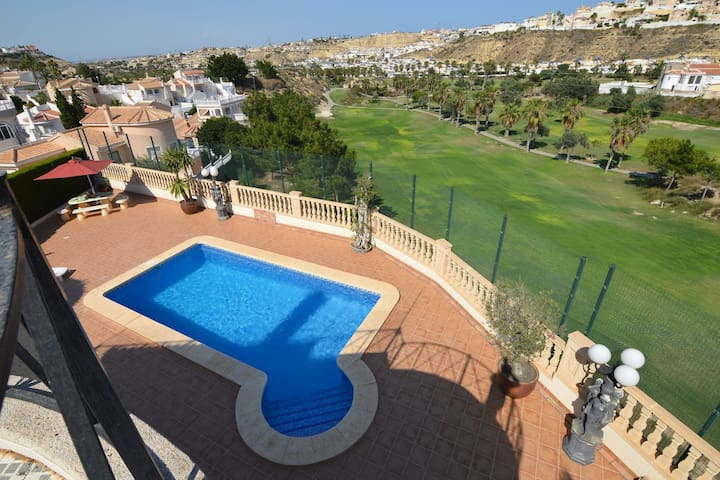 Detached villa with a swimming pool and amazing view of the La Marquesa golf course