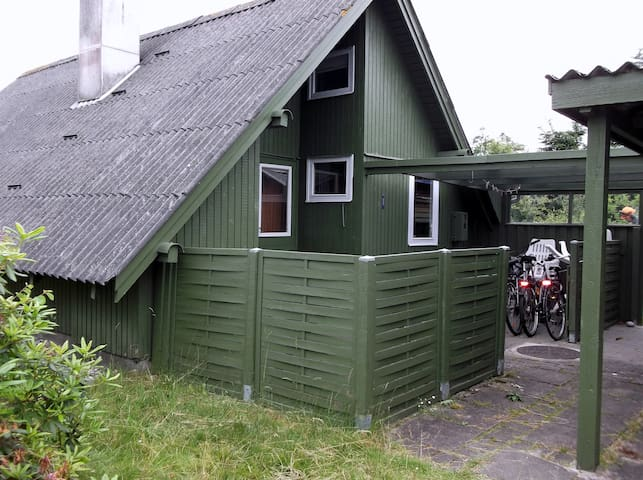 Sommerhus/hytte ved surfstrand