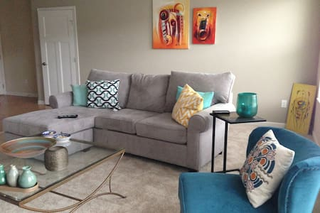 Great Apt. 15 min walk to Ballpark - Newport - Apartamento