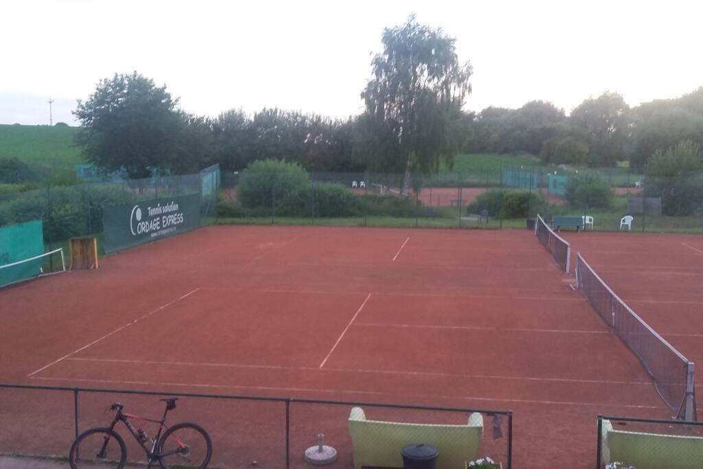 au sein d'un club de tennis