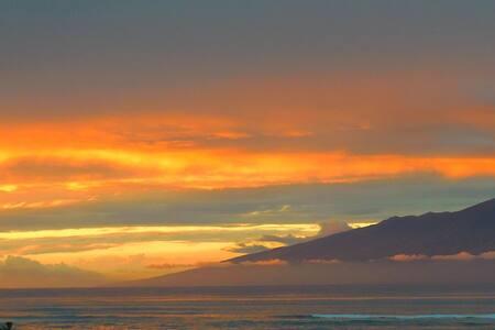 ROMANTIC BEACH VILLA OCEANFRONT! - Lahaina - Apartamento