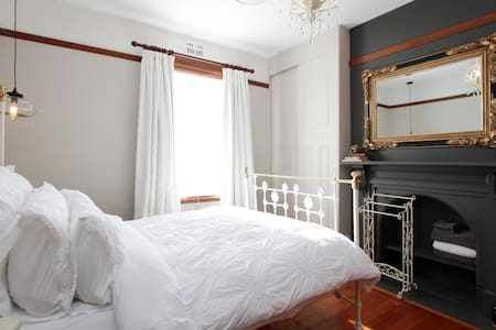 Central Location Chambre Bordeaux Tranquil Retreat - New Town