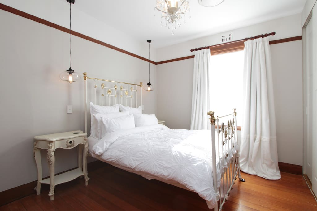 central location chambre bordeaux tranquil retreat houses for rent in new town tasmania. Black Bedroom Furniture Sets. Home Design Ideas