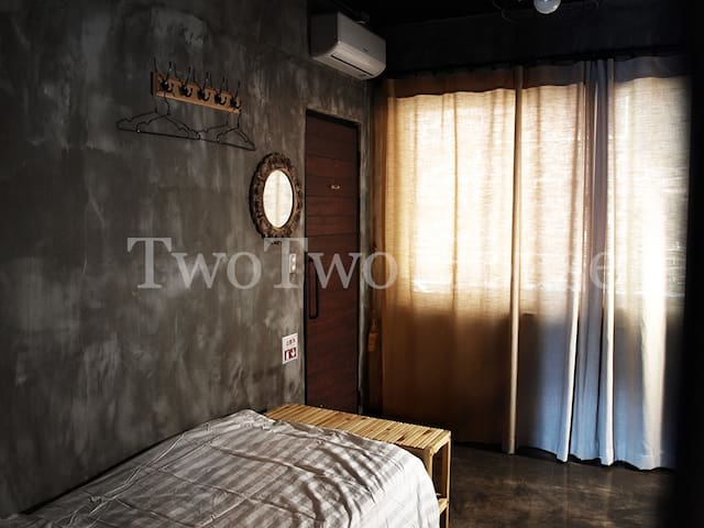 Twin room with industrial design