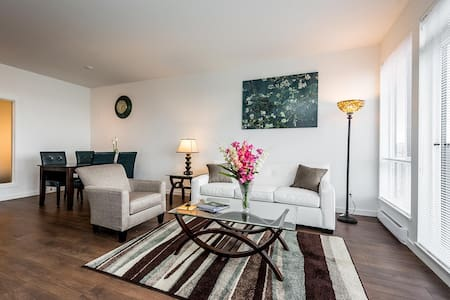 Downtown Sweet Condo with Parking