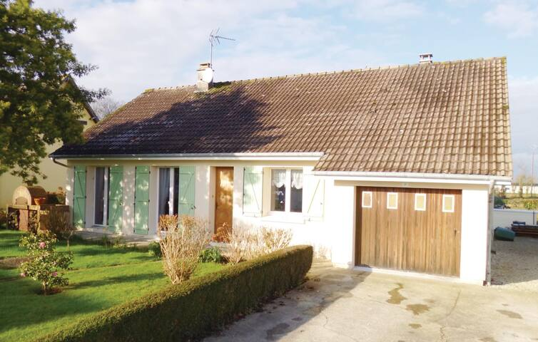 Holiday cottage with 5 bedrooms on 120 m² in Chef du Pont