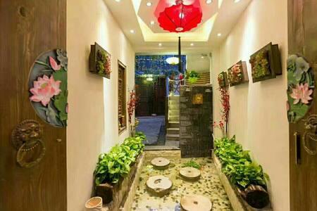 古城内民宿单身特惠房庭院式之一房间带空调。三楼公共观景台