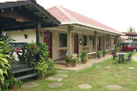 Jasmine's Guesthouse in Putatan - Putatan