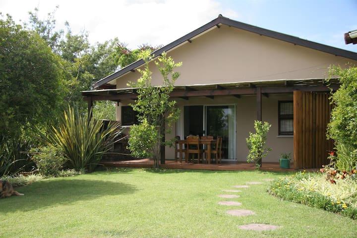 Garden Cottage 2 - Family friendly