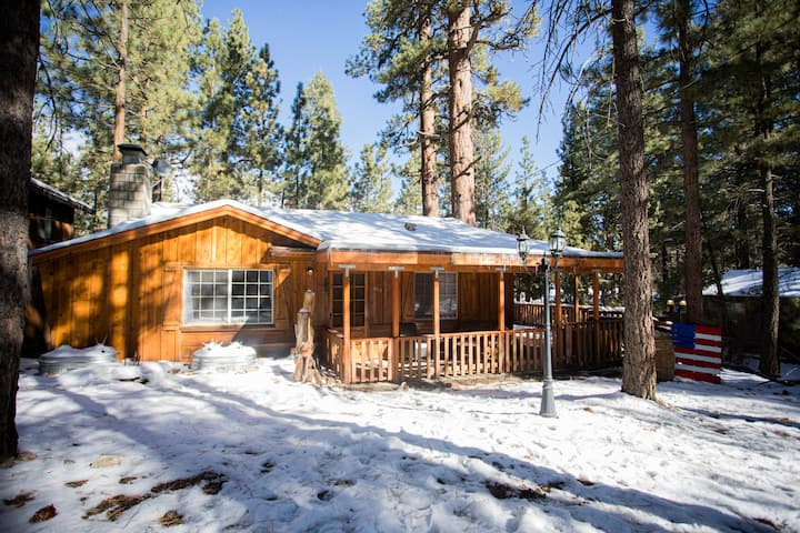 Cozy Cabin close to all Big Bear attractions