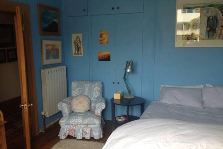 2 rooms in spacious villa
