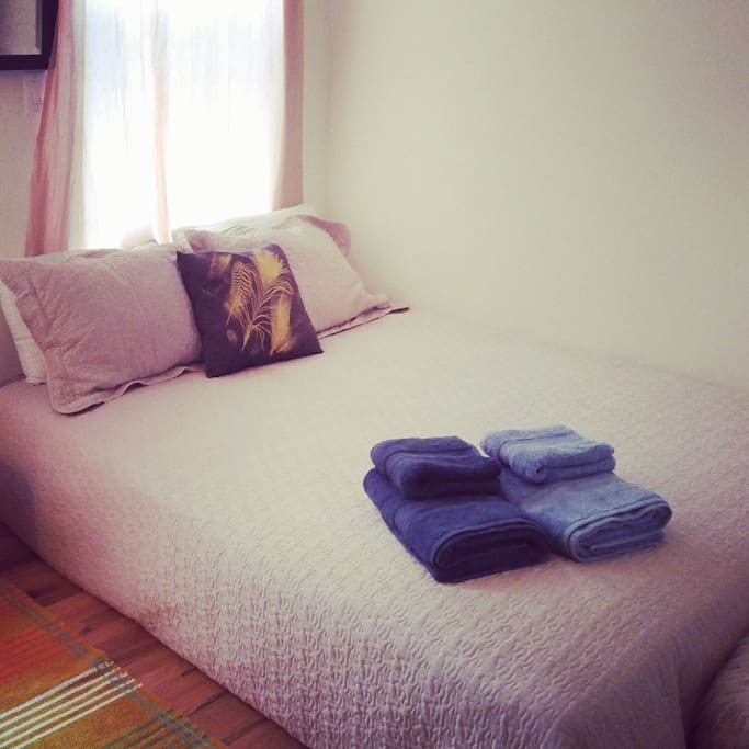 Very comfortable queens size mattress. Fresh soft bedding, and we love soft colorful towels !