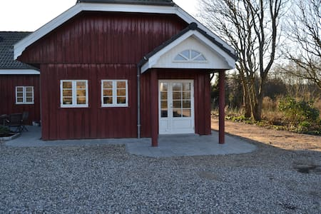 Rød træhus idyl i naturskønne Vestjylland, Ulfborg