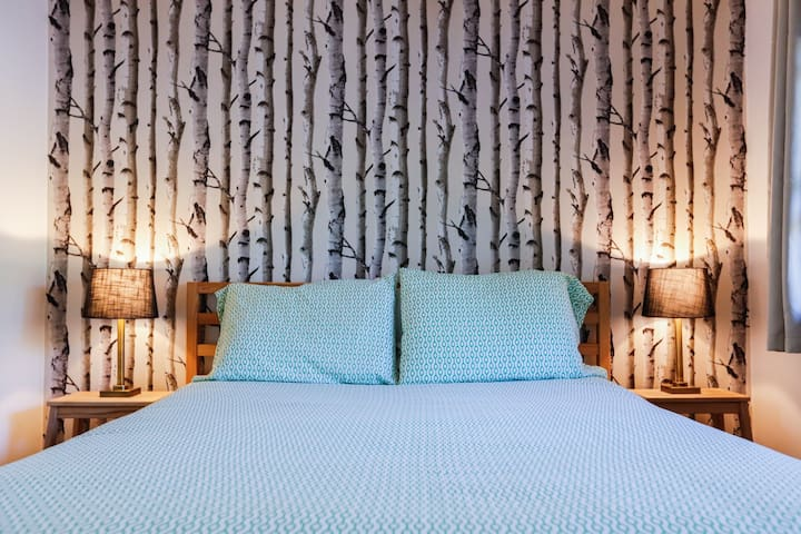 Queen room, Merrybell Motel near Camden & Belfast