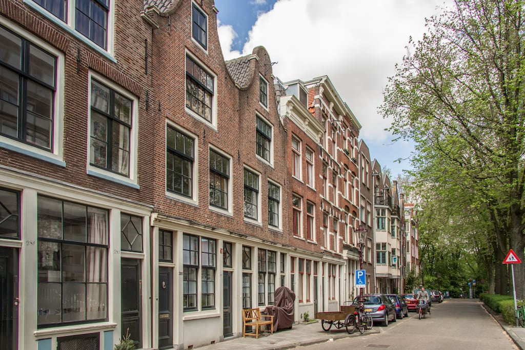 the outside of the house; typically 1650 architectural momument of Amsterdam