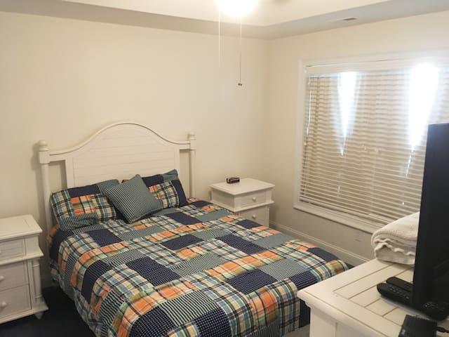 Queen in Bedroom #1 - Cable TV