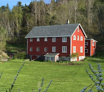 Charming farmhouse by fjord - Kristiansund - House
