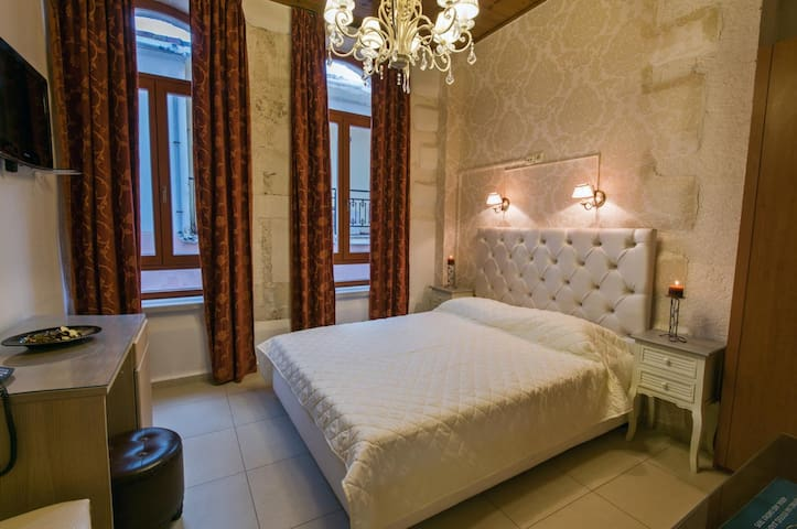 Renaissance  Suites - Rethimnon - Bed & Breakfast