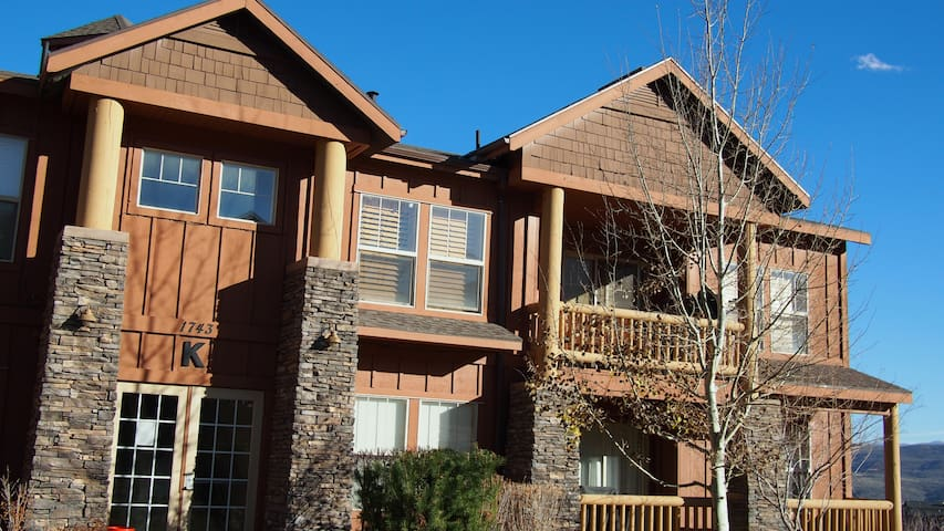 Fox Bay Condominium - 2-Bedroom condo close to Deer Valley Deer Crest Ski Lift
