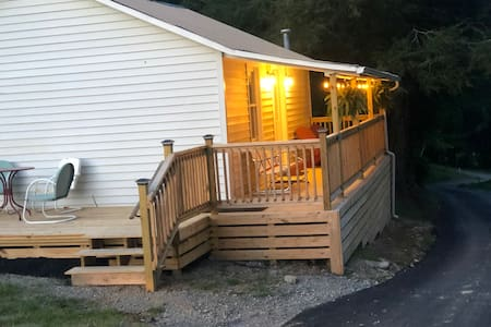 Creeper Trail Cottage and Damascus Getaway #SWVA