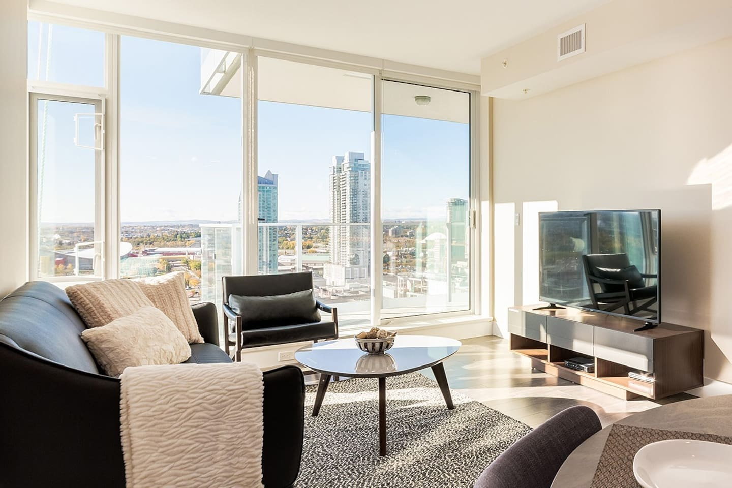 Panoramic views facing Stampede+ large balcony and 50 inch TV!