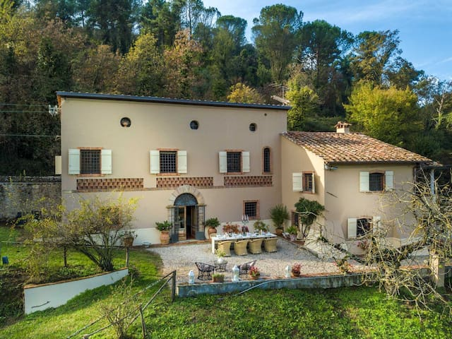 VILLA VIOLA - Residenze Seicento - An historic Villa with Garden close to Lucca with Air Conditioning