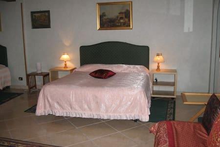 camera  in villa zona residenziale - Roma