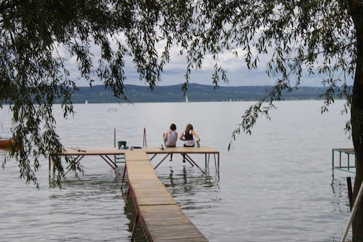 Kiadó apartman saját vízparttal - Balatonszárszó - Apartemen