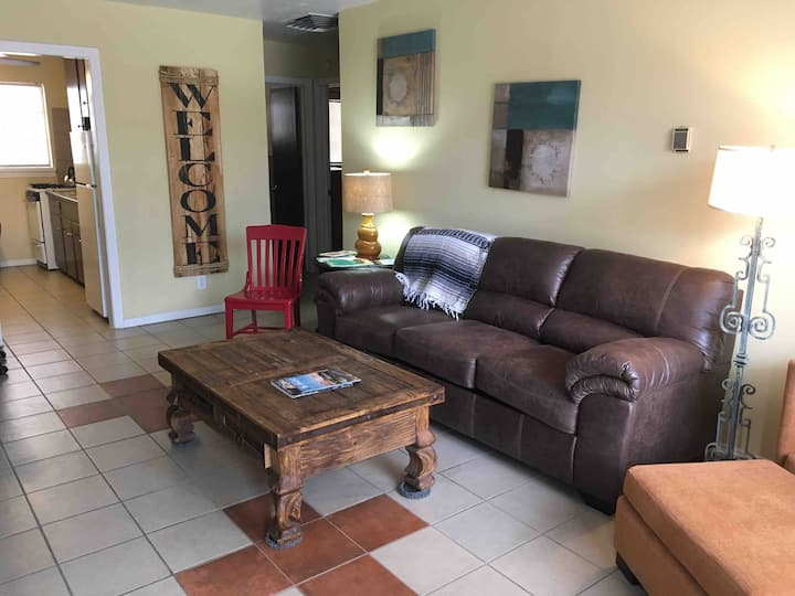 """Mi Casita""-Entire one bedroom apartment Near I-10"