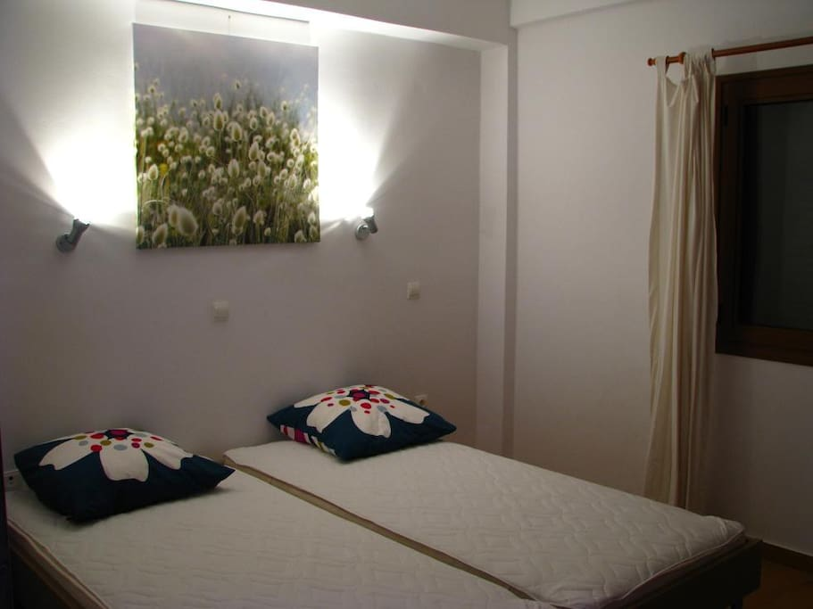 BD2 with 2 single beds / ΥΔ2 με 2 μονά κρεβάτια
