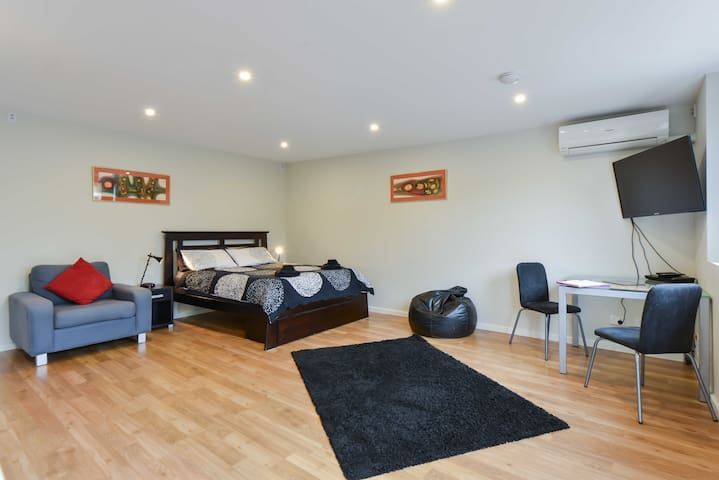 LOVELY NEW SELF-CONTAINED STUDIO!!! - Bentleigh - Appartement