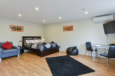 LOVELY NEW SELF-CONTAINED STUDIO!!! - Bentleigh - Lägenhet