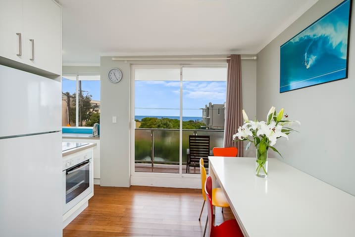 North Narrabeen Beach Apartment - Narrabeen