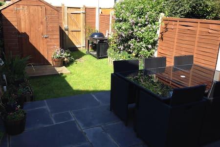 1 bed garden flat 5min to Wimbledon